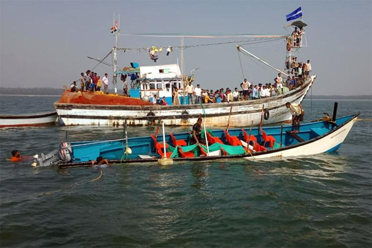 8 dead 16 rescued after boat capsizes near Karwar