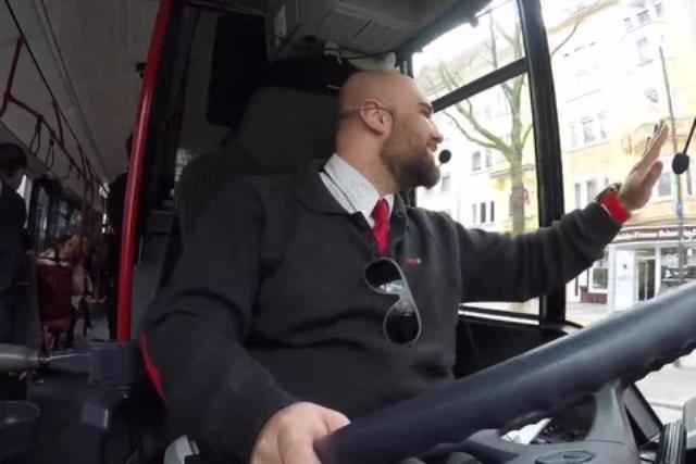 Video UK bus drivers insane rendition of Lata Mangeshkars Kaliyon ka chaman