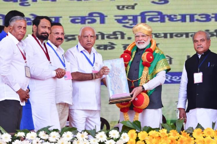 Sharing stage with PM Yediyurappa reminds him Ktaka hasnt got enough flood relief