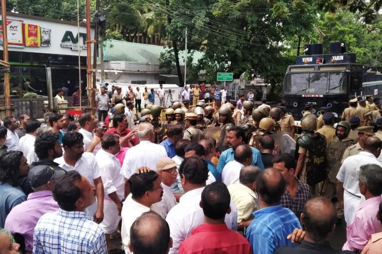 Police resort to lathicharge as protest march by CPI in Kochi turns violent