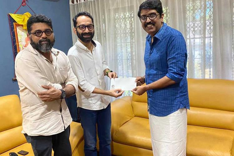 Mahesh Narayanan and Fahadh donating money to B Unnikrishnan