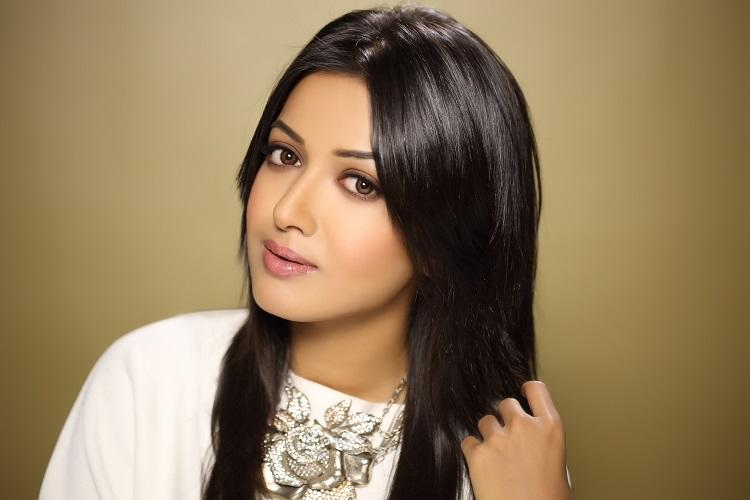 Catherine Tresa refuses to talk about exit from Chiranjeevis Khaidi No 150