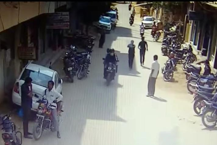 Video Cops open fire at chain-snatchers in a busy street in Hyderabad