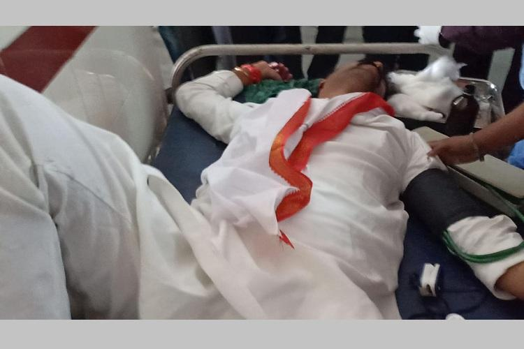 congress-leader-vamshi-reddy-attacked-vehicle-pelted-with-stones-in-telangana-polls/