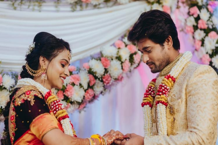 Kannada Television actors Chandan and Kavitha are seen exchanging engagement rings.