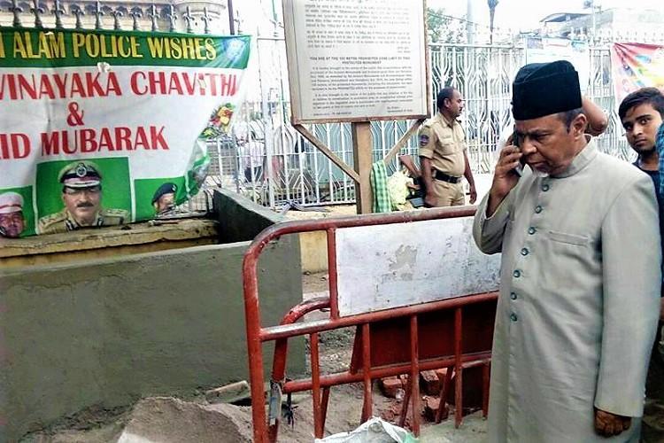 Hyderabad police encroach footpath near Charminar build illegal structure