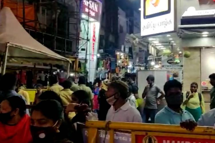 Crowds doing shopping at Chennai's Ranganathan street
