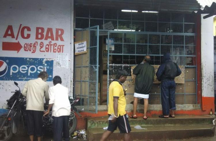 Tamil Nadus liquor phase-out begins 500 shops to be shut down on Sunday