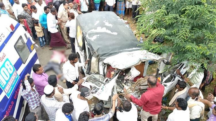 11 dead 3 injured after private bus rams into mini truck in Karnataka