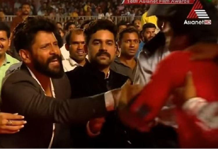 Chiyaan Vikrams unmatchable humility Fights to save a fan being dragged away by security