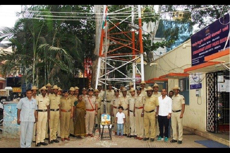 A Republic for all 75-year-old cleaner hoists tricolour at Bengaluru police station