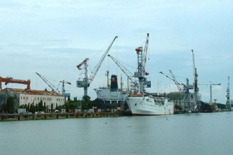 Explosion on ship docked at Cochin shipyard 5 dead 13 injured
