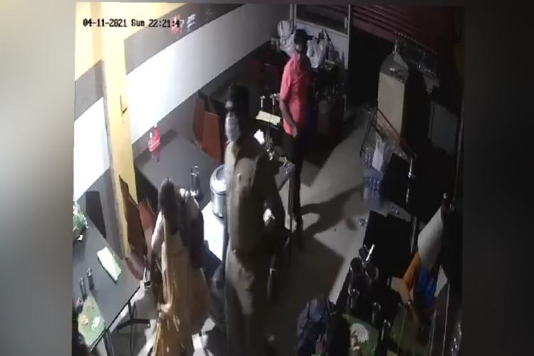 Police thrashing customers in Coimbatore for not closing shops