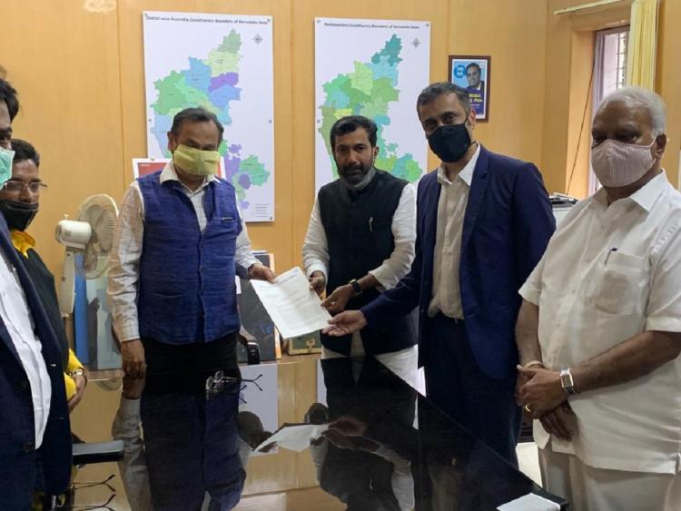 Saleem Ahmed Congress Working President handing over complaint