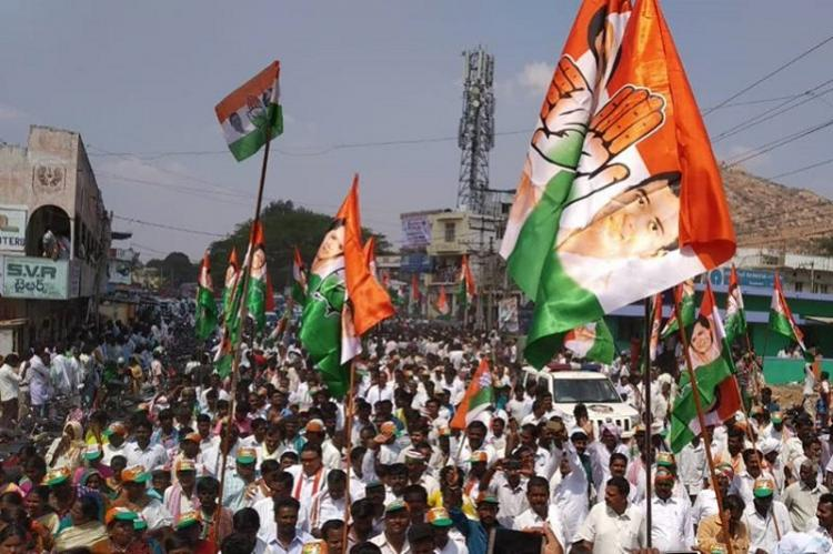 Congress flags off bus yatra in Andhra promises special category status
