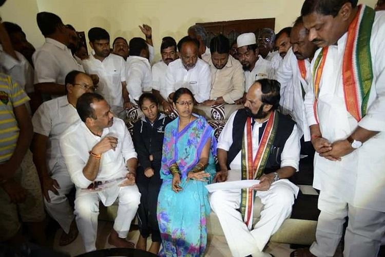 Congress blames TRS for murder of party leader in Nalgonda demands CBI probe