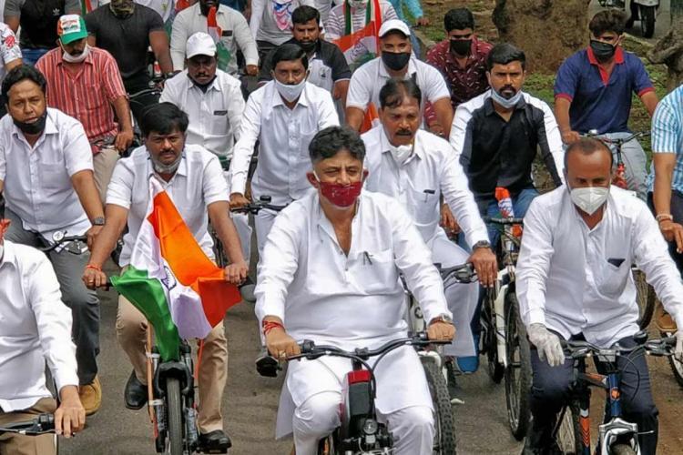 Siddaramaiah DK Shivakumar cycle to party office protesting fuel hike in Bengaluru