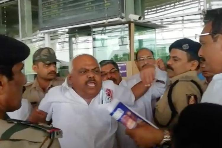 Siddaramaiah not allowed to fly to Mangaluru 6 other Cong leaders detained at airport
