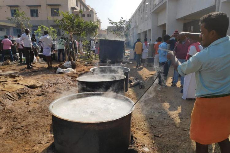 Tumakuru unites to provide food to lakhs of devotees of Shivakumara Swamy