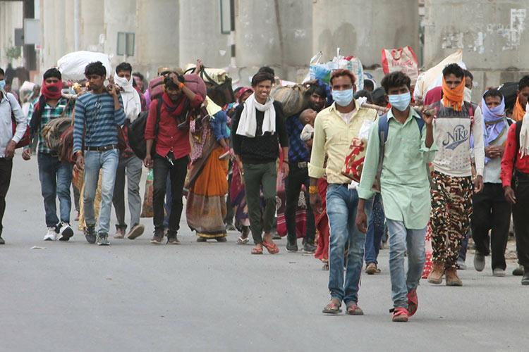 Hundreds of AP natives attempt to enter state from Karnataka sent to quarantine