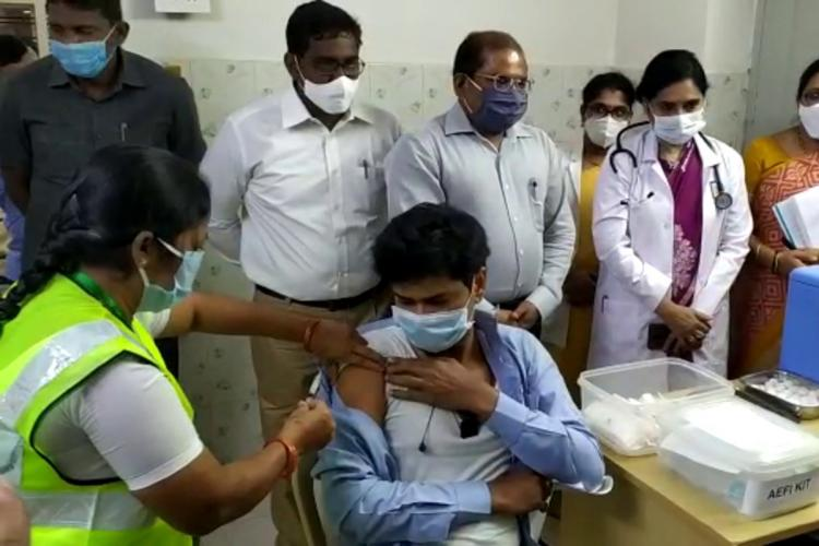 COVID-19 vaccine dry run carried out on 125 beneficiaries in Andhra | The  News Minute