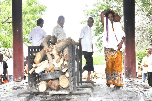 He deserved that dignity Why a Muslim woman in Telangana cremated a Hindu man