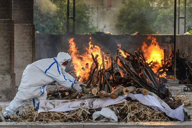 Bodies being burnt in a pyre during coronavirus pandemic in India