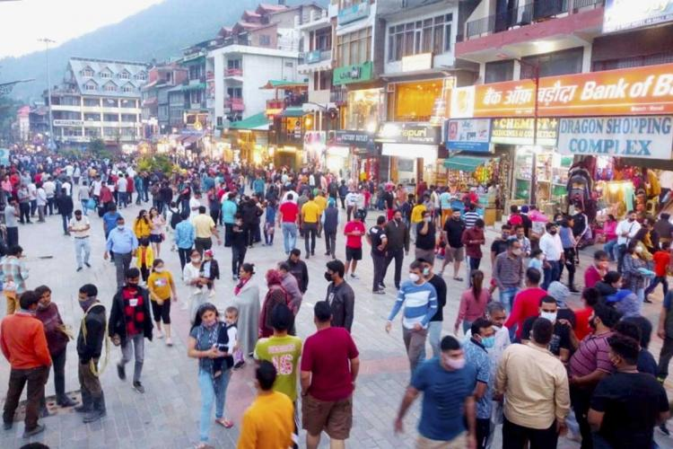 Crowded Mall Road in Manali after further easing of COVID-19 lockdown restrictions