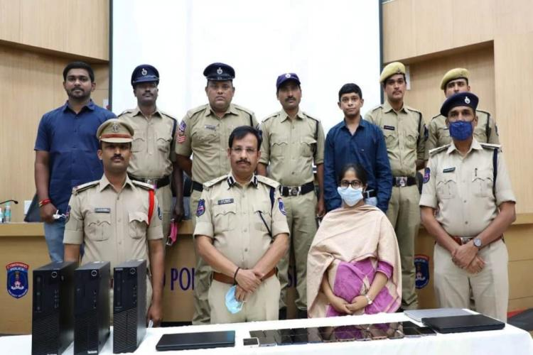 Cyberabad CP Sajjanar along with police officials at a press meet
