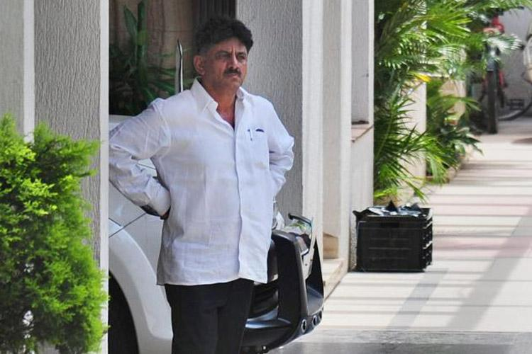 Karnataka crisis Huge drama as DK Shivakumar tears up Cong MLAs resignation letter