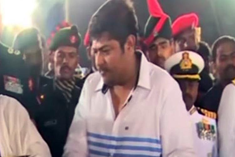 In a new twist Jayas nephew Deepak says wont accept TTV Dinakaran OPS should come back