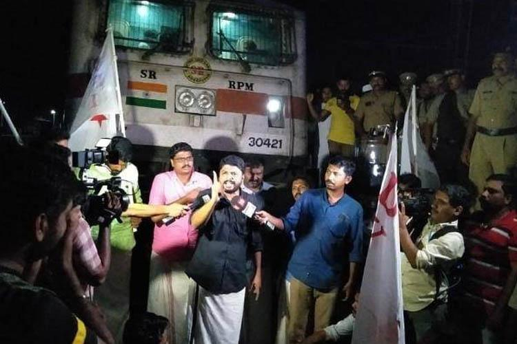 DYFI holds protest march across Kerala against police action on Jamia AMU students