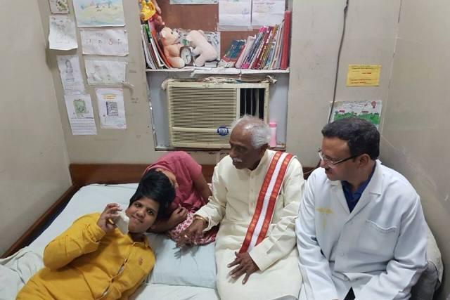 Union min Bandaru Dattatreya meets conjoined twins Veena-Vani promises help