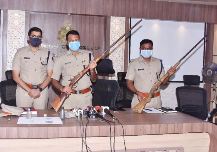 Davangere cops posing with illegal rifles seized