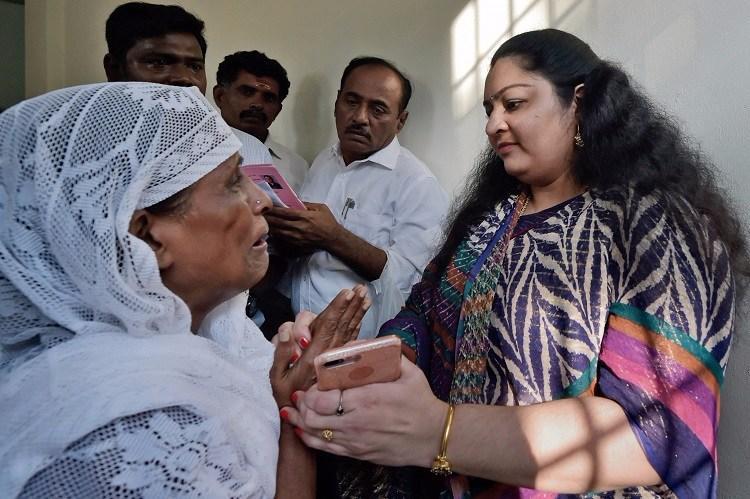 RK Nagar bye-poll Actor Vishal and Deepa file nomination papers
