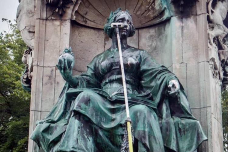 Queen Victorias statue defaced in the UK amid Black Lives Matter protests