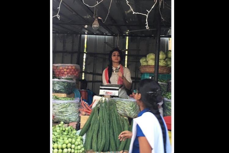 Telugu star Rakul Preet sells vegetables at Hyderabad market to help Chennai