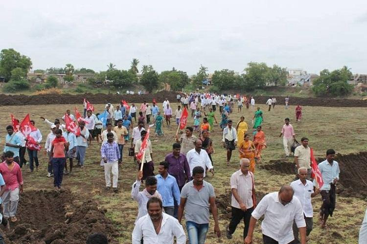Andhra govt bows to protests by Dalit farmers to return lands seized for irrigation project