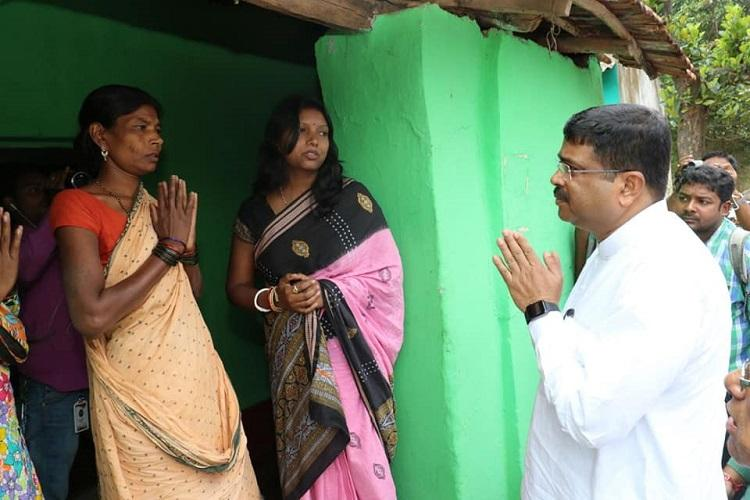 Union Minister visits disputed villages says Odisha will give befitting reply to Andhra