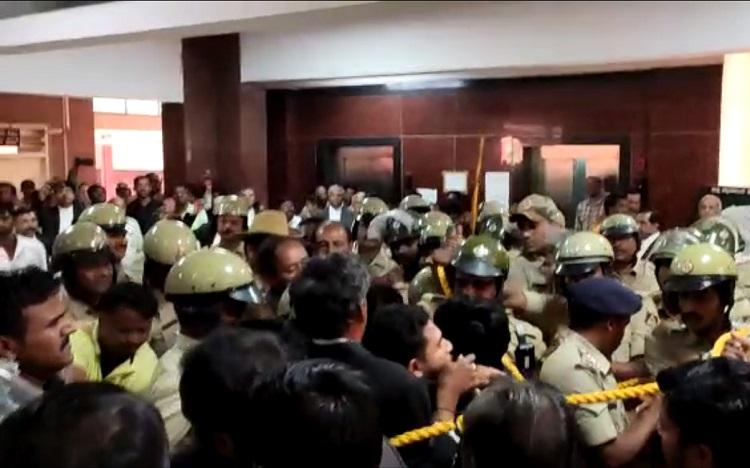 Karnataka lawyers representing students in sedition case manhandled by other lawyers