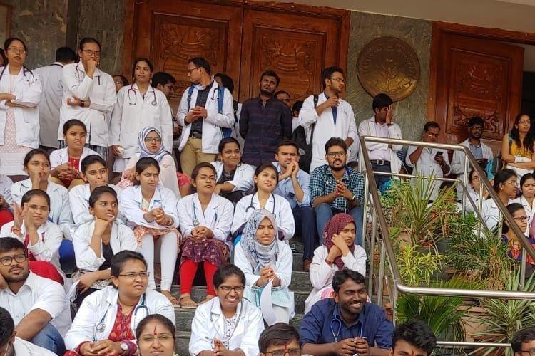 Telangana junior medicos oppose increase in retirement age for teaching docs