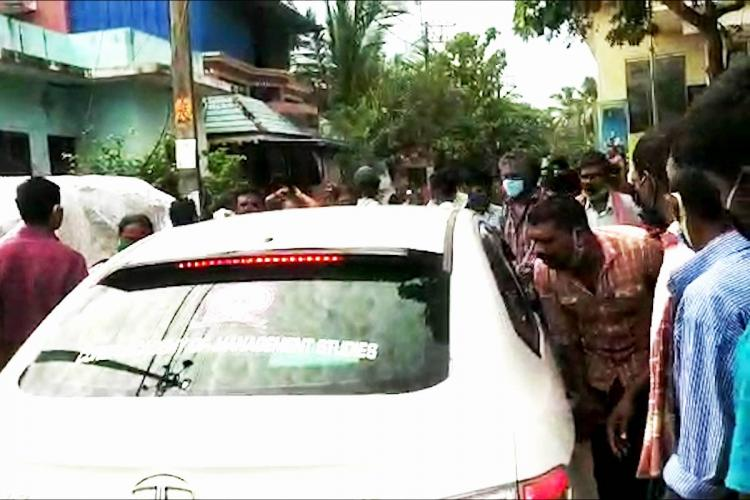 People of Poonthura surround the car of health workers and heckle them