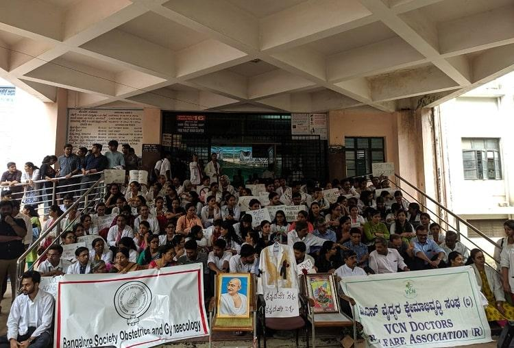 Doctors protest Members of pro-Kannada group that attacked Bengaluru doctor detained