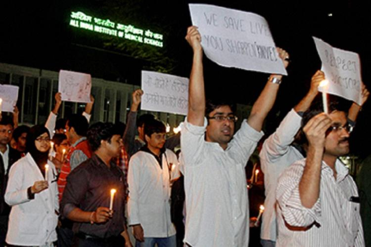 Attacks on doctors 40000 Delhi medicos go on leave in solidarity with Maharashtra peers