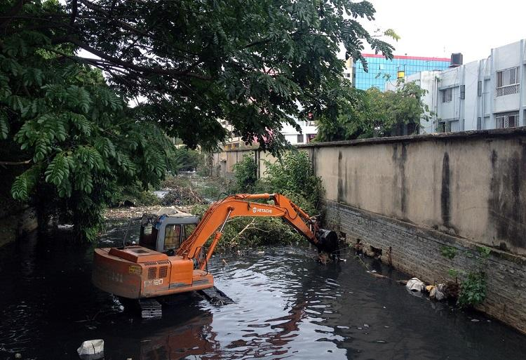 After trash barriers fail BBMP plans to install outlets in drains to avoid clogging