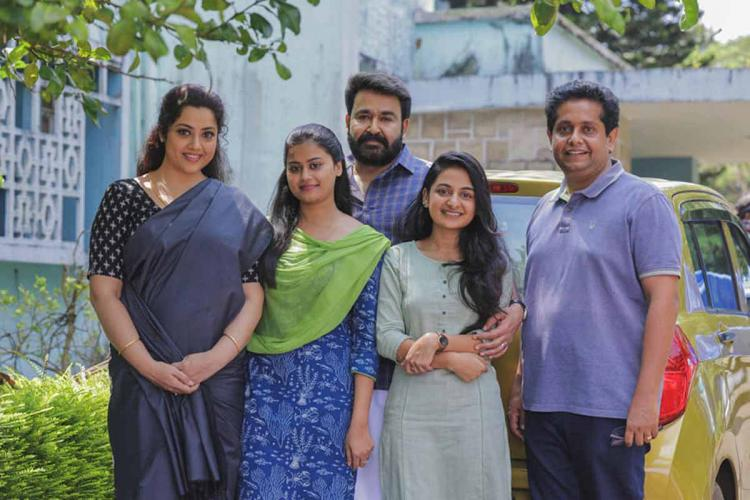 Actors of Drishyam 2 with its director Jeethu Joseph. Mohanlal, Meena and other actors are present