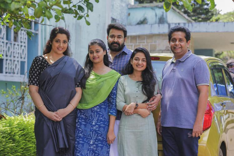 Mohanlal Meena and two kids of Drishyam with director Jeethu Joseph