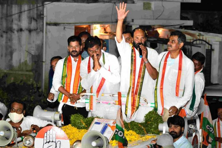 Cheruku Srinivas Reddy with folded palms along with other senior Congress leaders while campaigning in Dubbaka