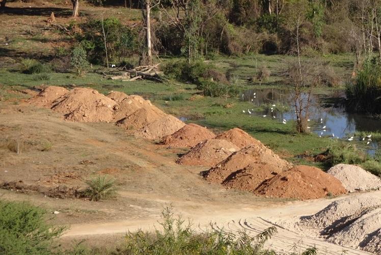 Trucks try to dump mud on Bengaluru lake bed citizen watchdogs turn them back