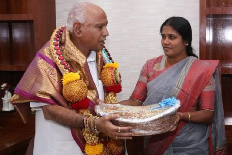 Bengaluru mayor criticised for carrying plastic-wrapped gift pays fine
